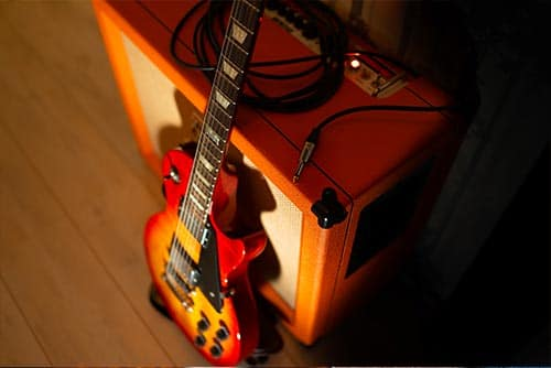 electric guitar with speaker